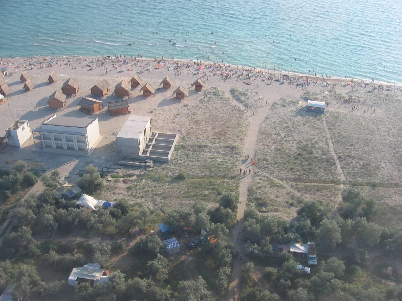 Фото пляжа в крыму штормовое